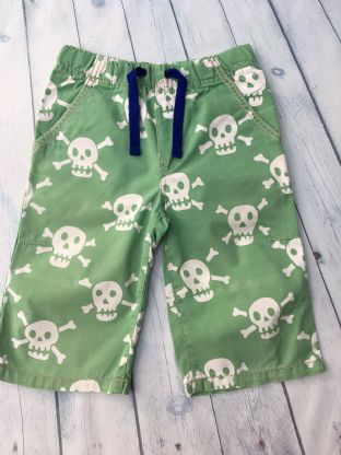 Mini Boden green skull and cross bone shorts age 9 (fits age 8-9)